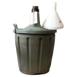 Garnacha a granel servido en garrafas de 2 litros.